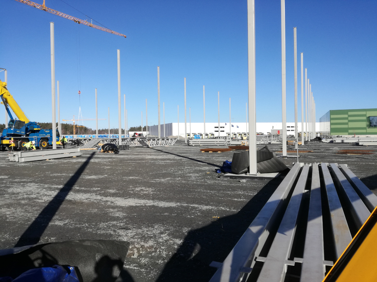 Wykonanie fundamentów i ścian żelbetowych, płyty fundamentowej oraz prace wykończeniowe w tym sucha zabudowa w Kungsängen, Mätarvägen (Szwecja)