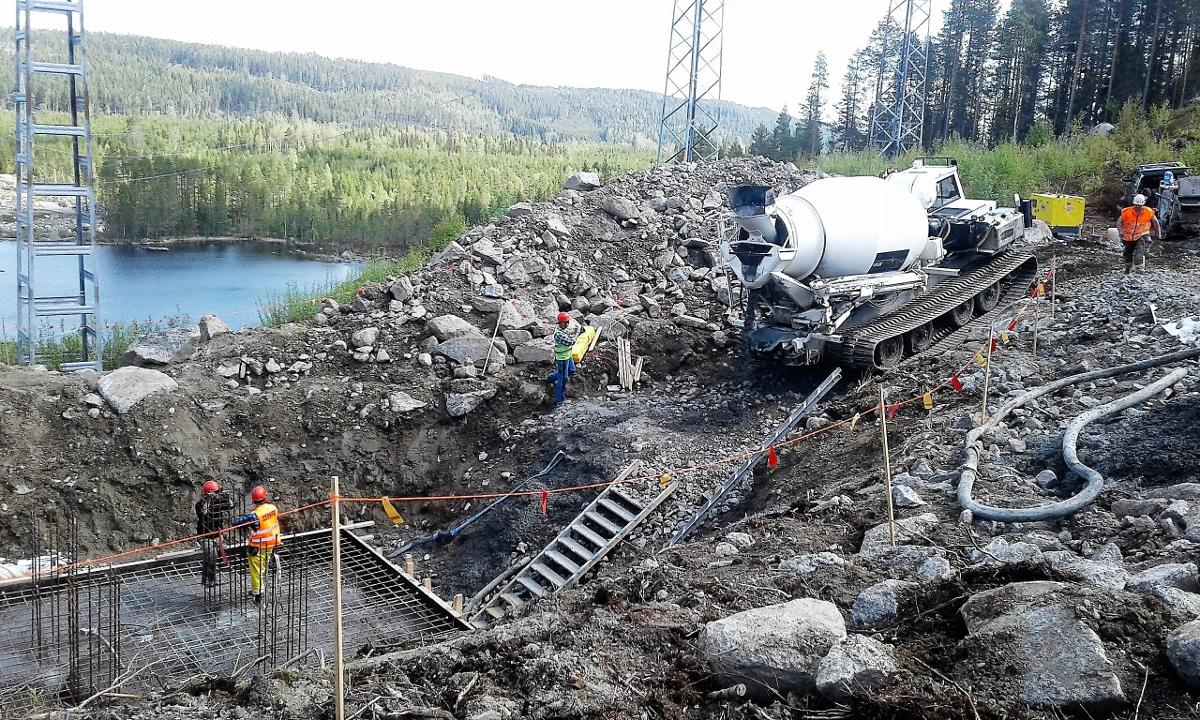 Wykonanie szalunków oraz fundamentów pod trakcję elektryczną w Stor-Finnforsen koło Ramsele (Szwecja)
