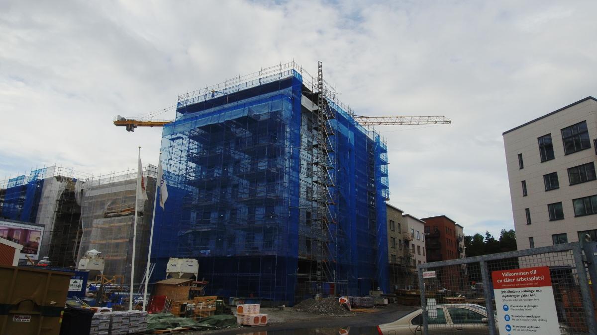 Wykonanie suchej zabudowy w wielorodzinnym budynku mieszkalnym w Täby, Maskinvägen (Szwecja)