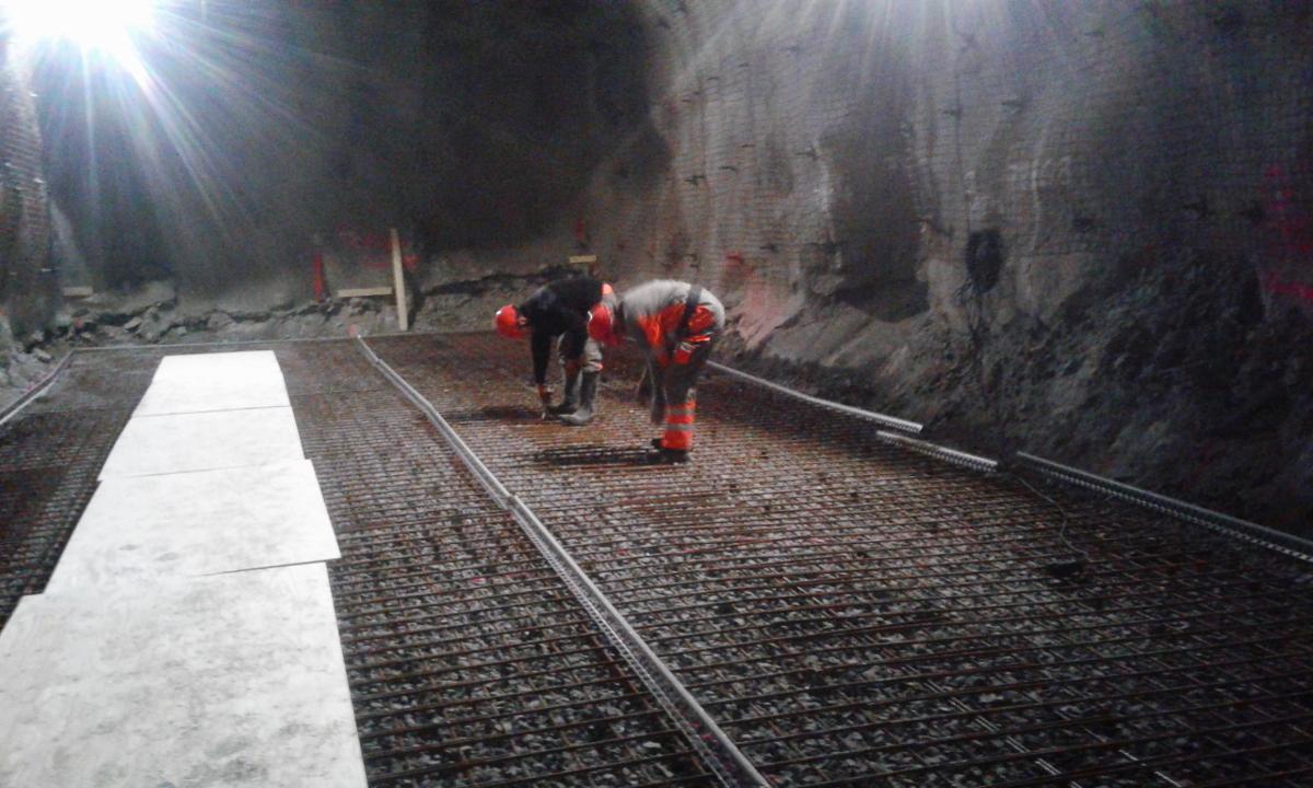 Prace zbrojarskie i betonowe posadzek pod maszyny hydrauliczne na terenie kopalni LKAB w Kirunie, Kiirunavaaravägen 1 (Szwecja)