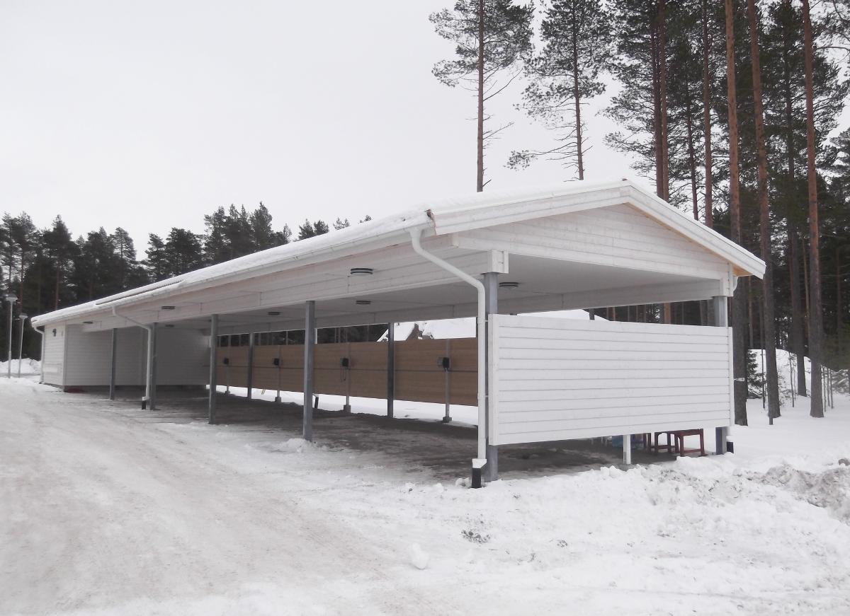 Roboty ogólnobudowlane w budynkach mieszkalnych w zabudowie szeregowej, budowa wiat garażowych, budynków gospodarczych oraz drewnianych tarasów w Umeå, Tjärhovsgatan 1 (Szwecja)